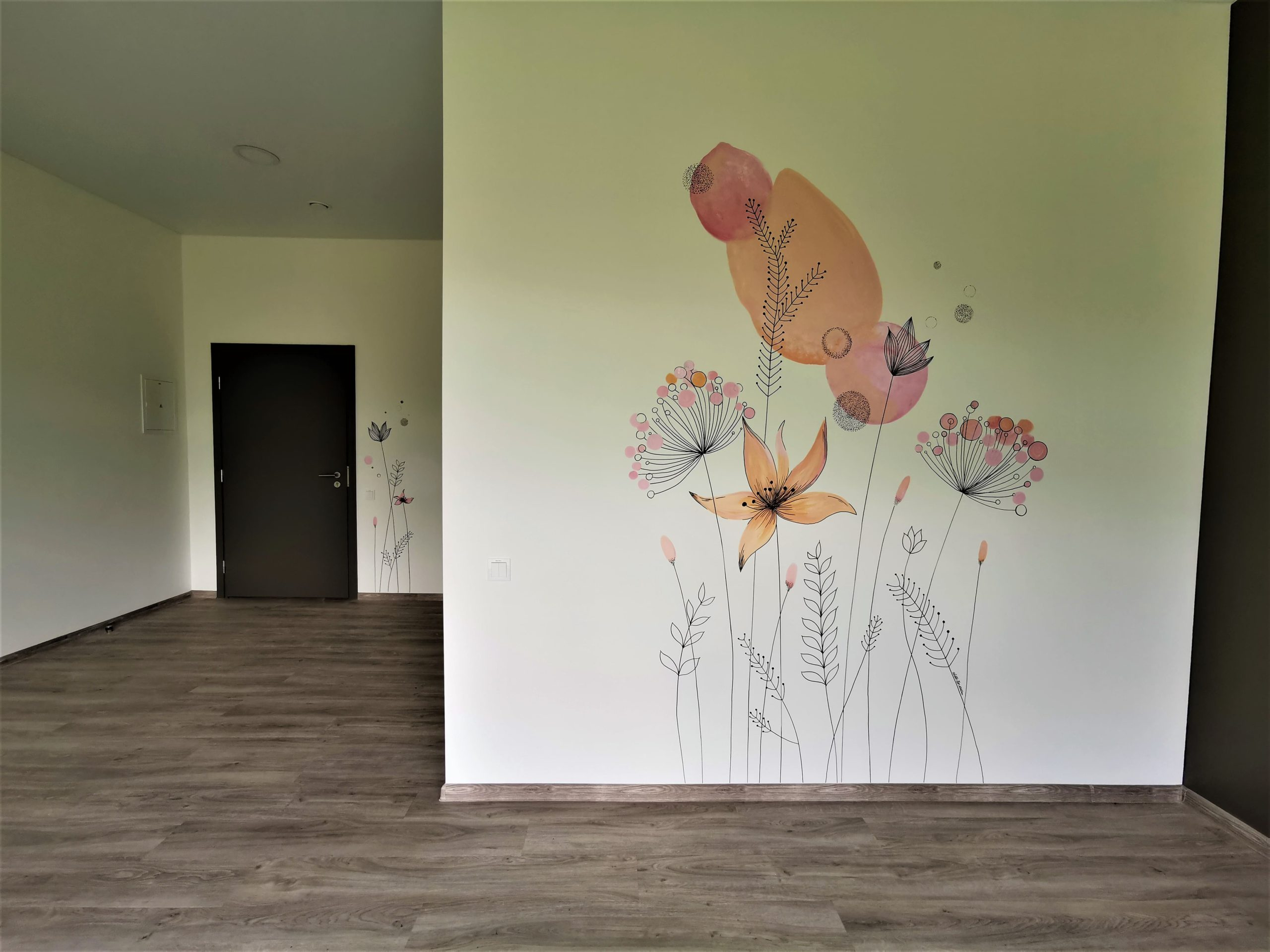 menine-kuryba-sienu-dekoravimas-ivairus-interjerai (20)