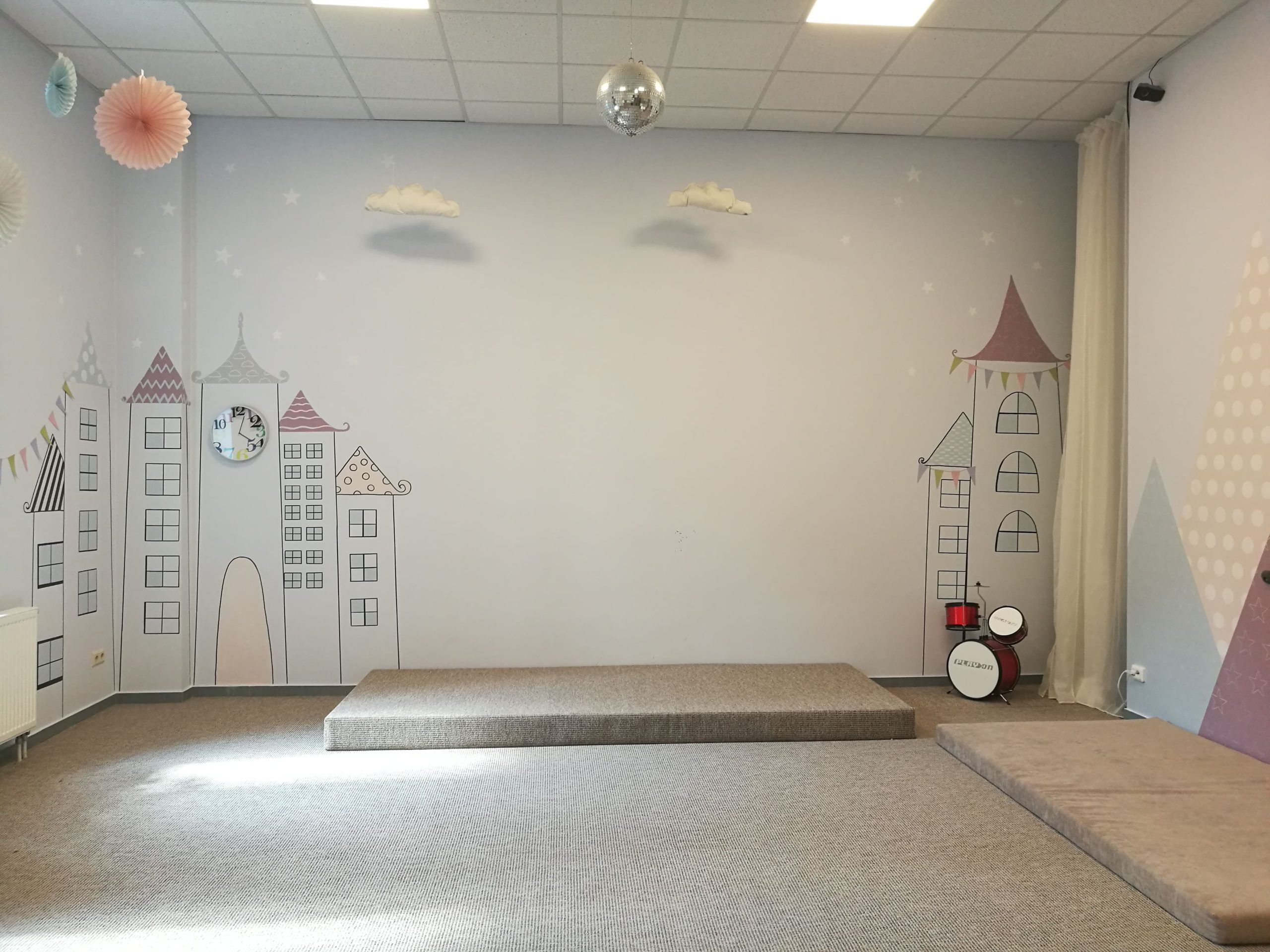 menine-kuryba-sienu-dekoravimas-ugdymo-istaigos (16)