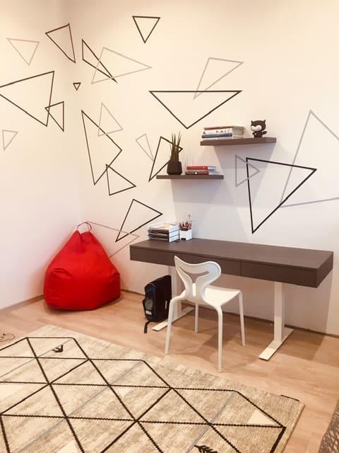 menine-kuryba-sienu-dekoravimas-vaiku-kambariai (1)
